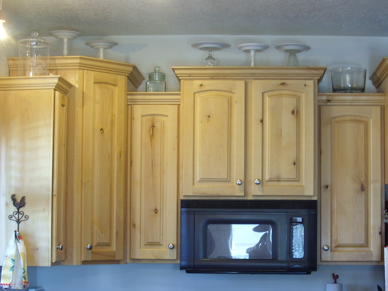 decorating the top of the kitchen cabinets - organize and decorate