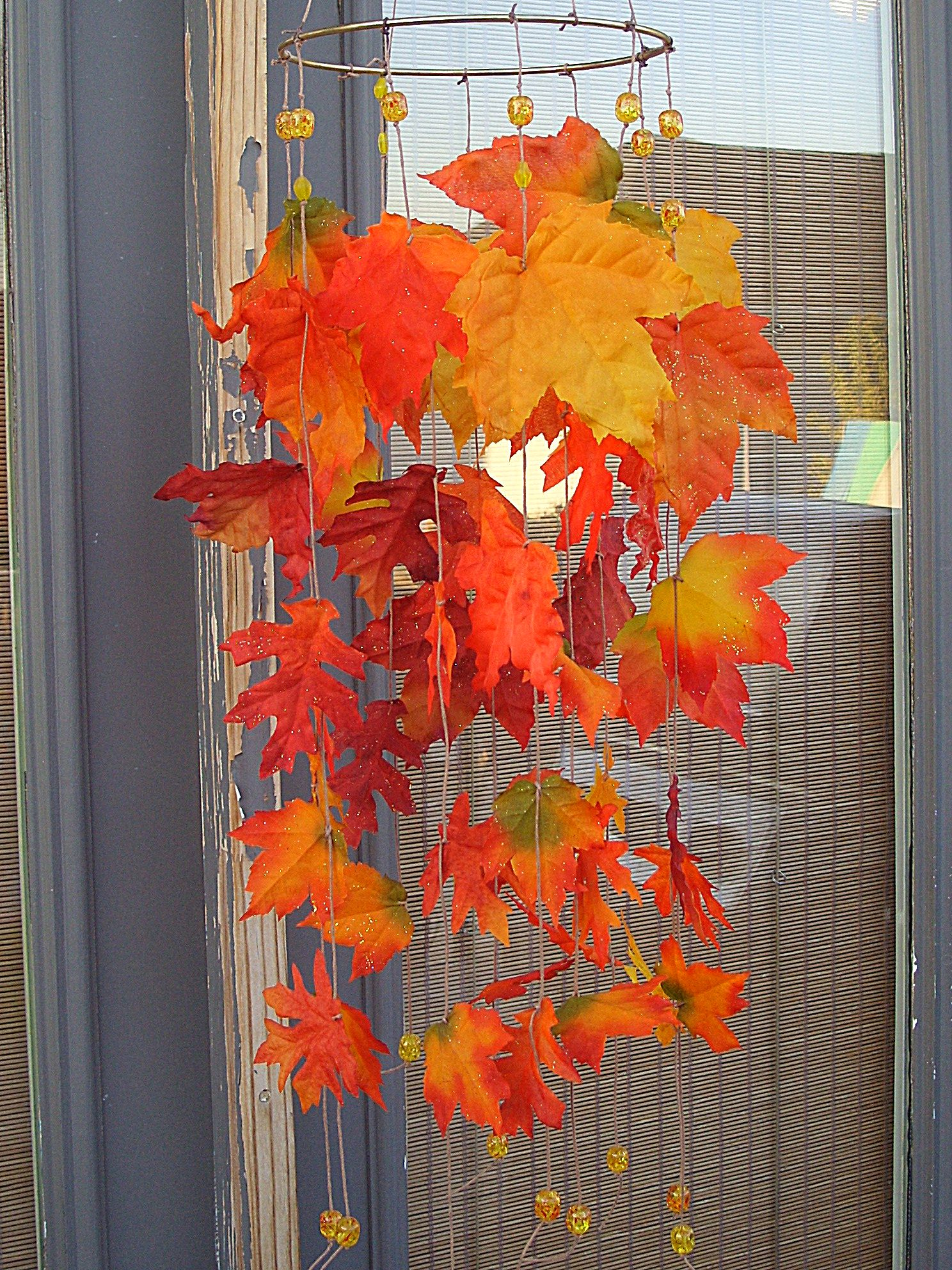6 fast and easy ways to decorate with leaves organize