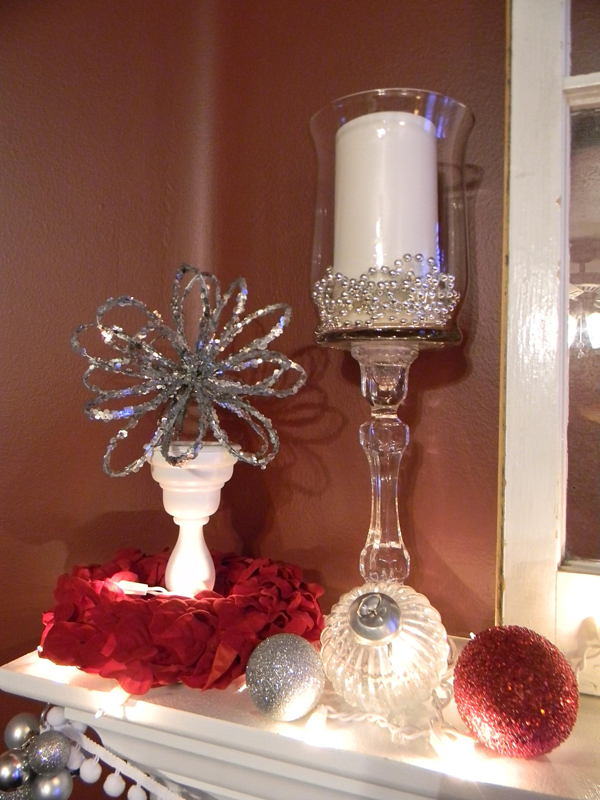 White silver and red christmas mantel organize and - Adornos navidenos caseros ...