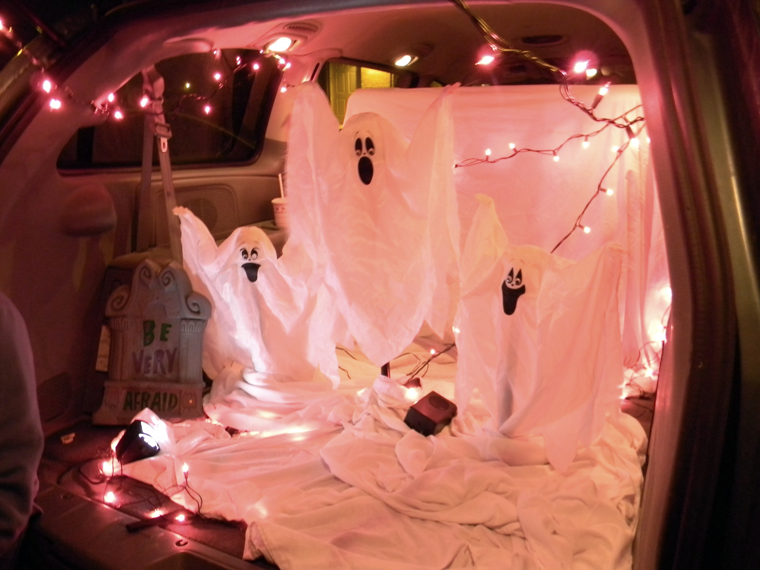 27 clever trunk or treat ideas tip junkie. Black Bedroom Furniture Sets. Home Design Ideas
