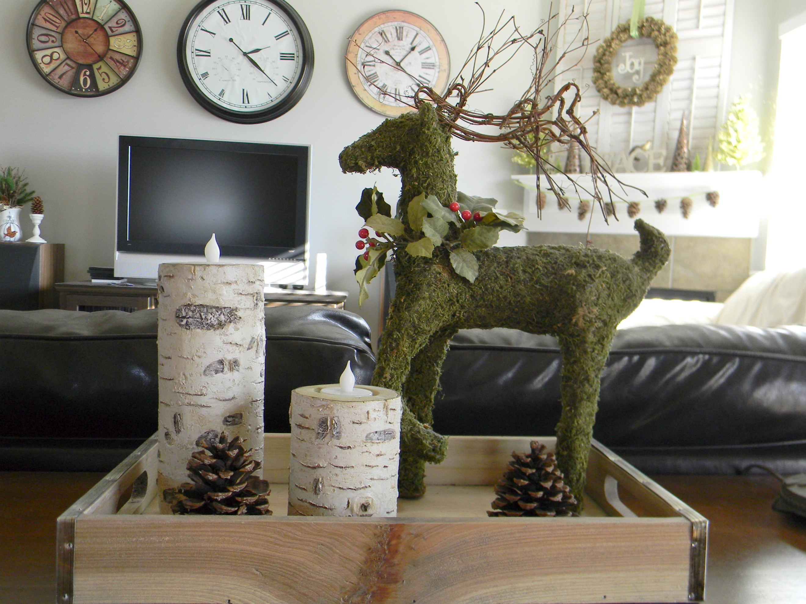 Natural outdoorsy woodsy christmas decor organize and for Christmas mural