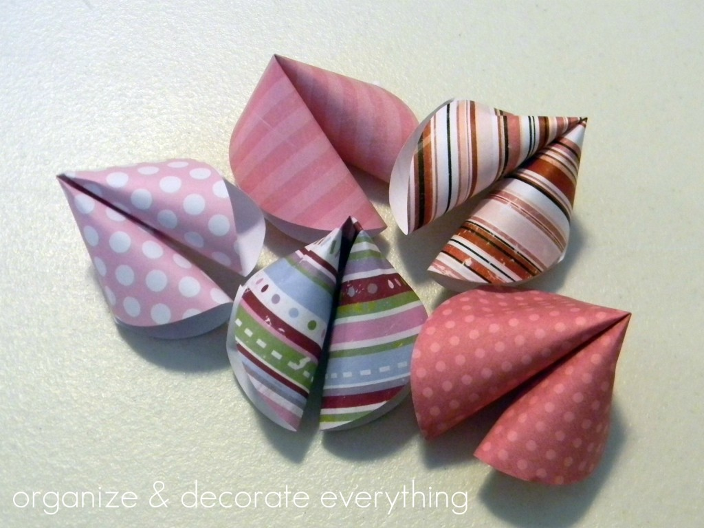 fortune cookie paper These cute diy paper fortune cookies are super easy to make perfect for chinese new year, valentine's day, wedding favors, birthday parties & much more.