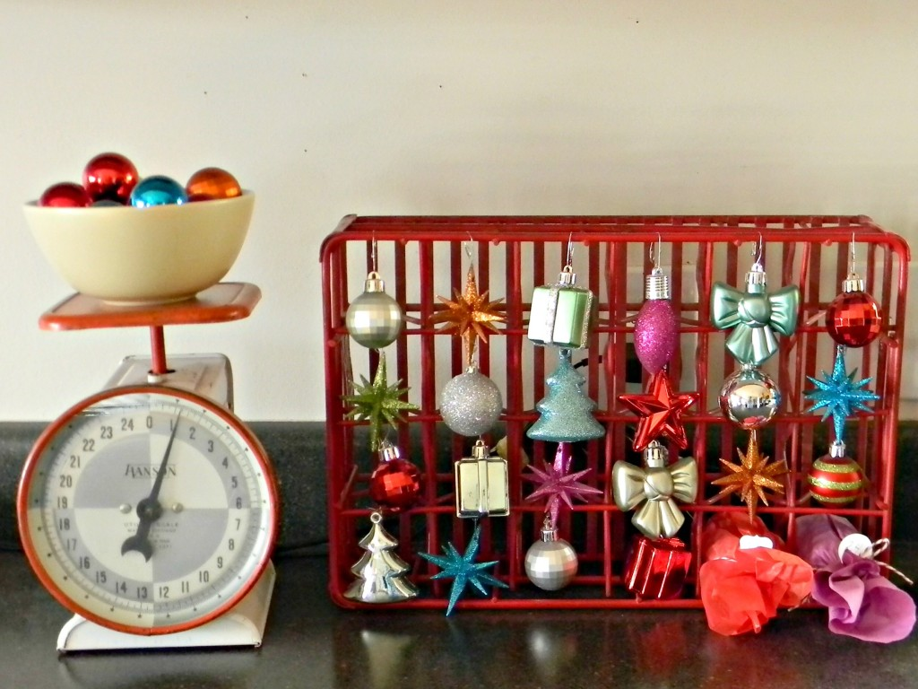 christmas-countdown-with-ornaments