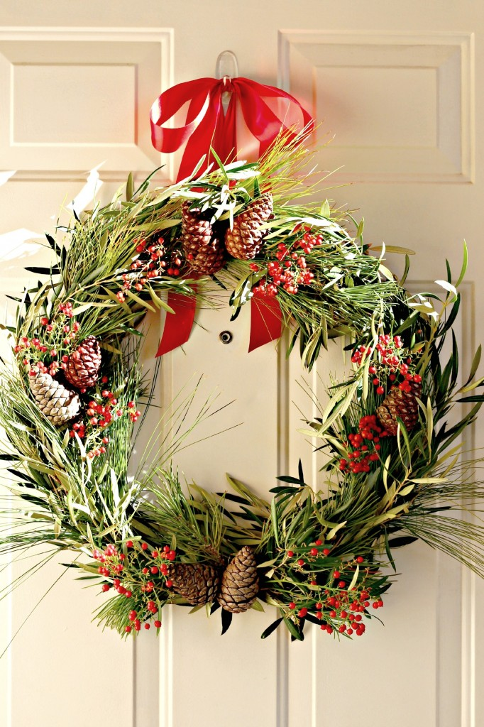 natural-christmas-wreath-with-pine-cones-and-berries