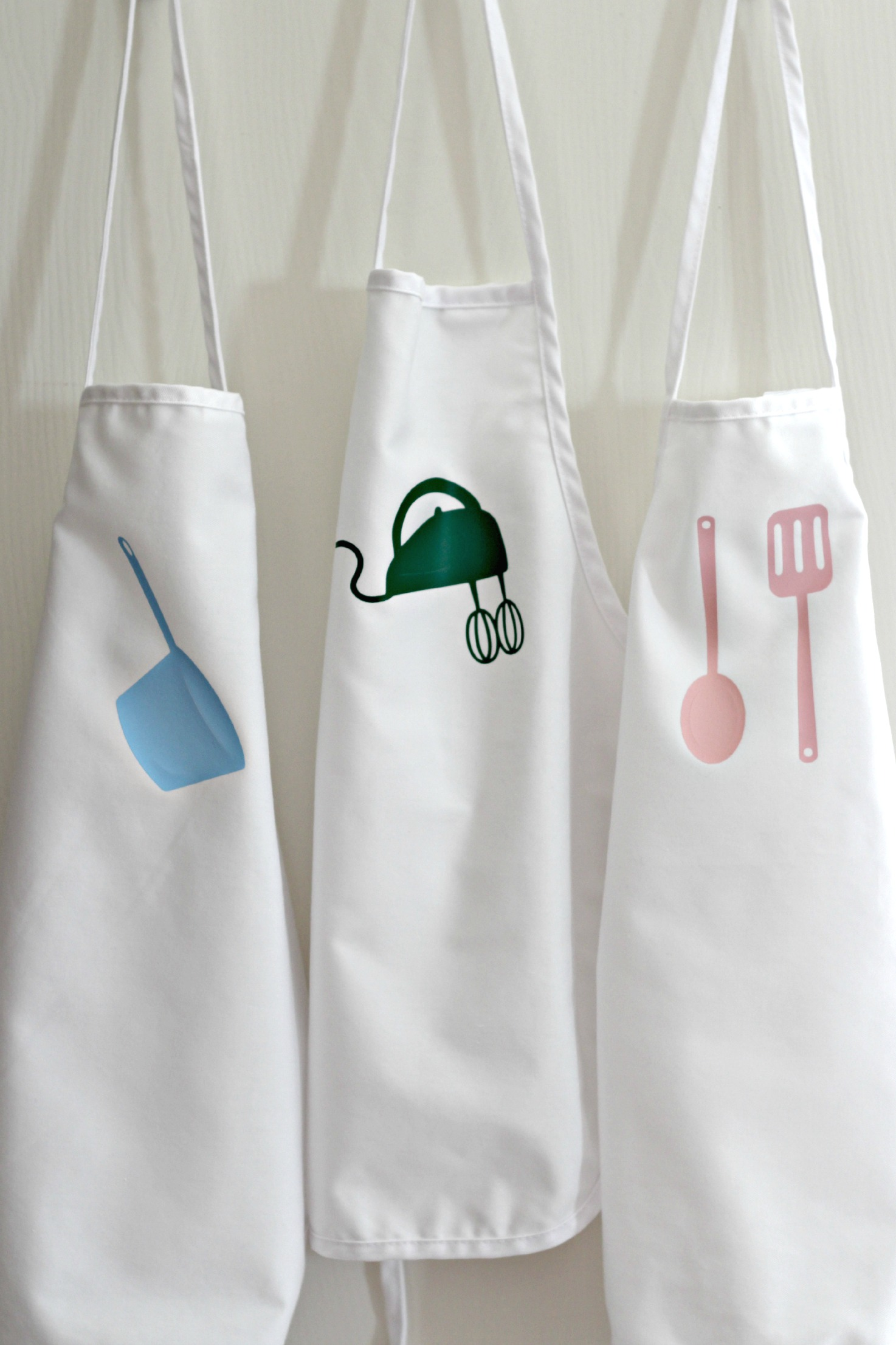 White apron to decorate - Children S Aprons With Heat Transfer Vinyl Applique 2