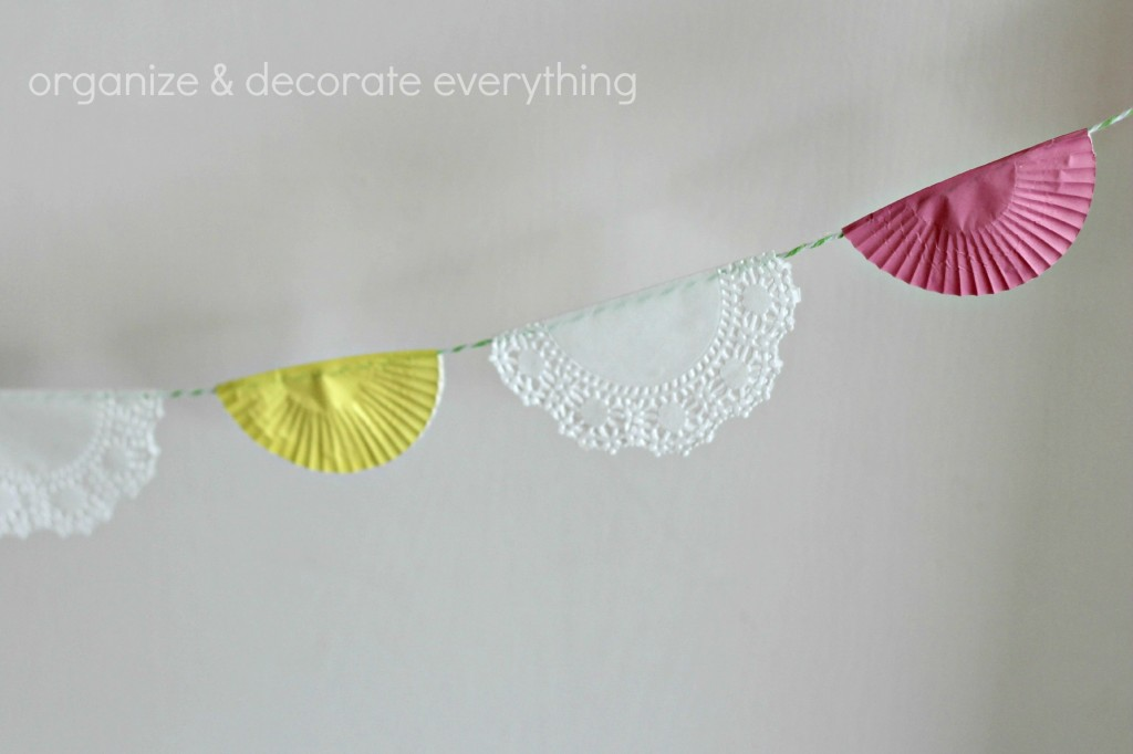 Cupcake and Doily Banner.1