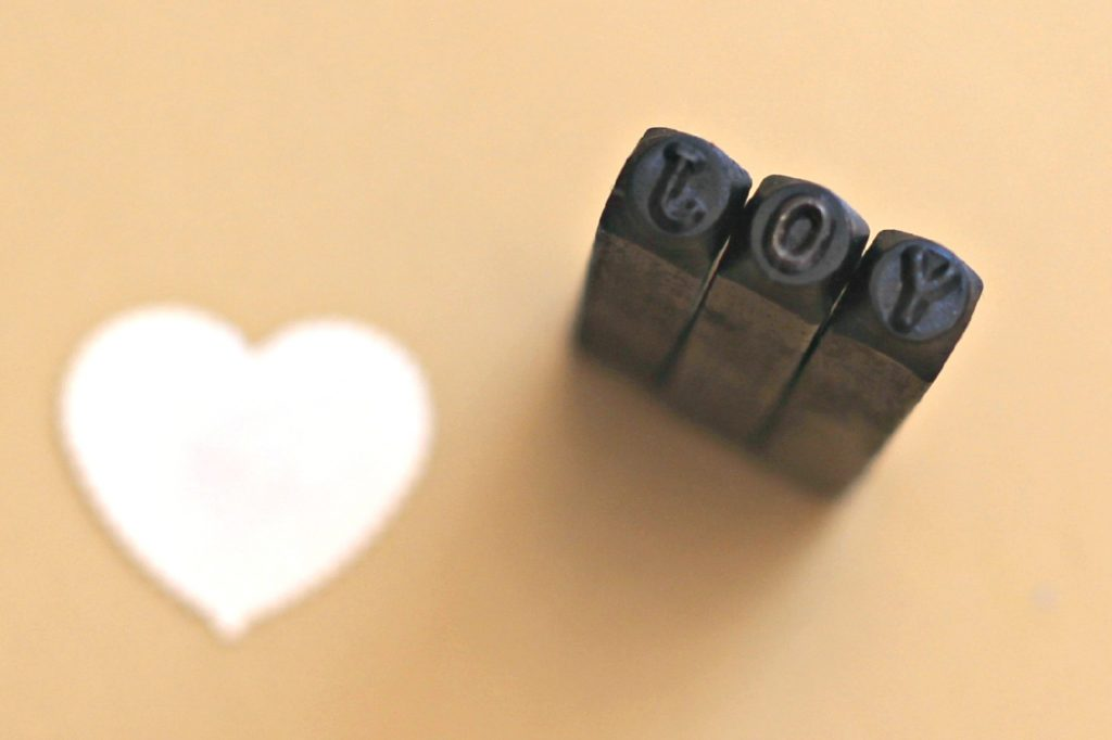metal stamped push pins 7