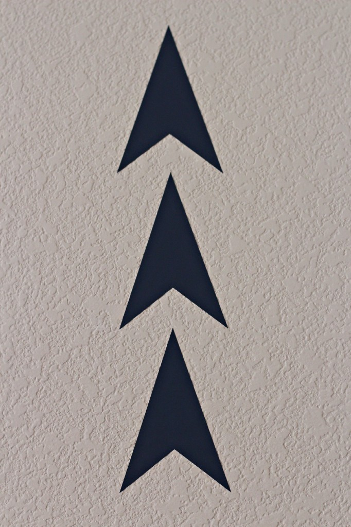 vinyl arrow wall 13