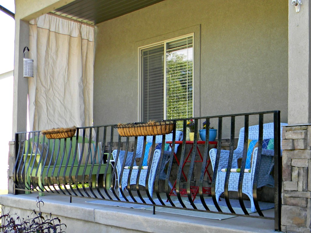 Front porch 10