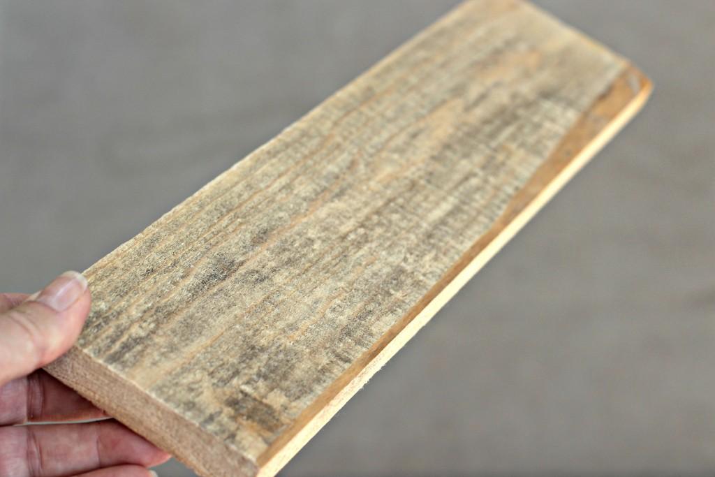 Rustic Wood Arrow plank.1
