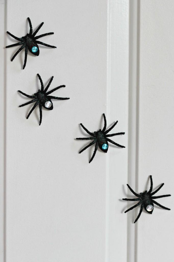 Spooky Spider Wreath door spiders