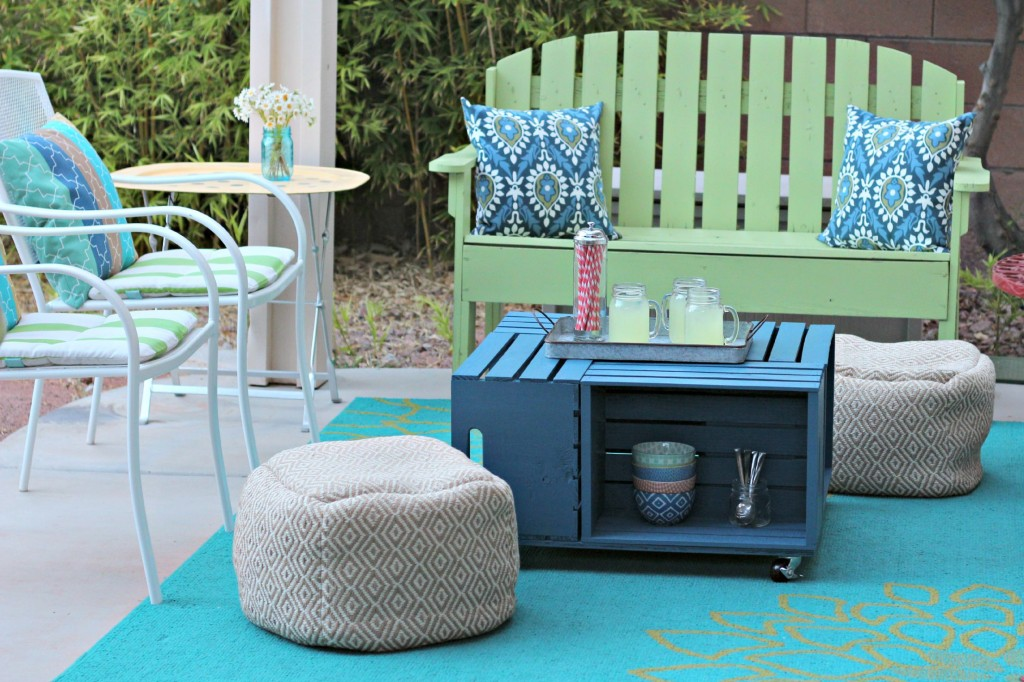 Crate Table with poufs