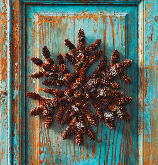 Wreath Pinecone Star