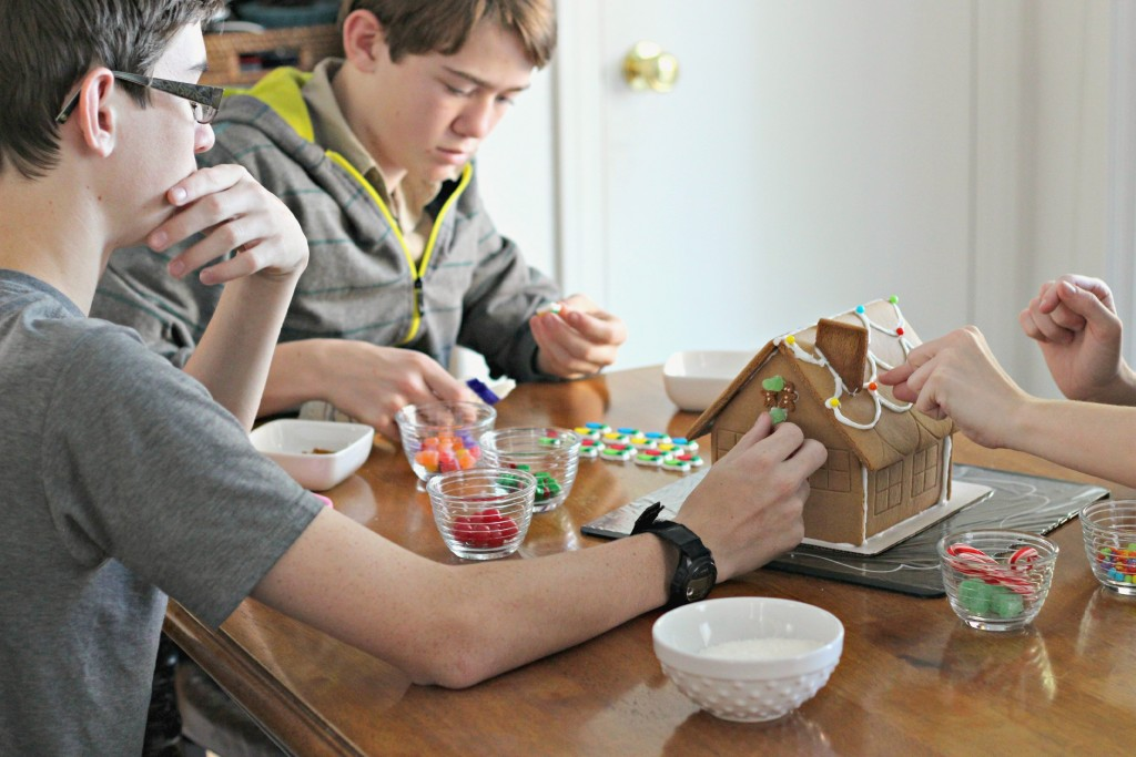 Gingerbread House kids decorating