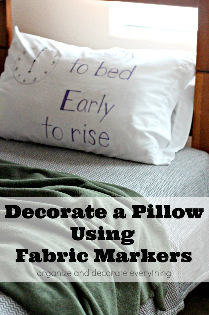Decorate a Pillow Using Fabric Markers