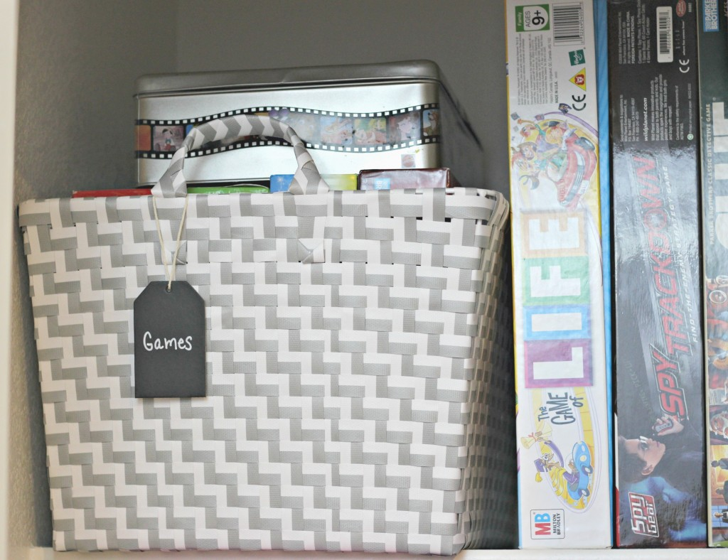 Organizing A Small Linen Closet Organize And Decorate