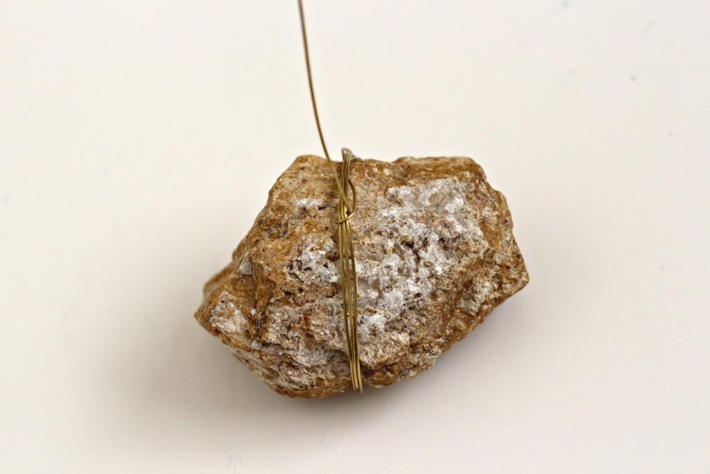 Rock Photo Holder wrap wire around rock