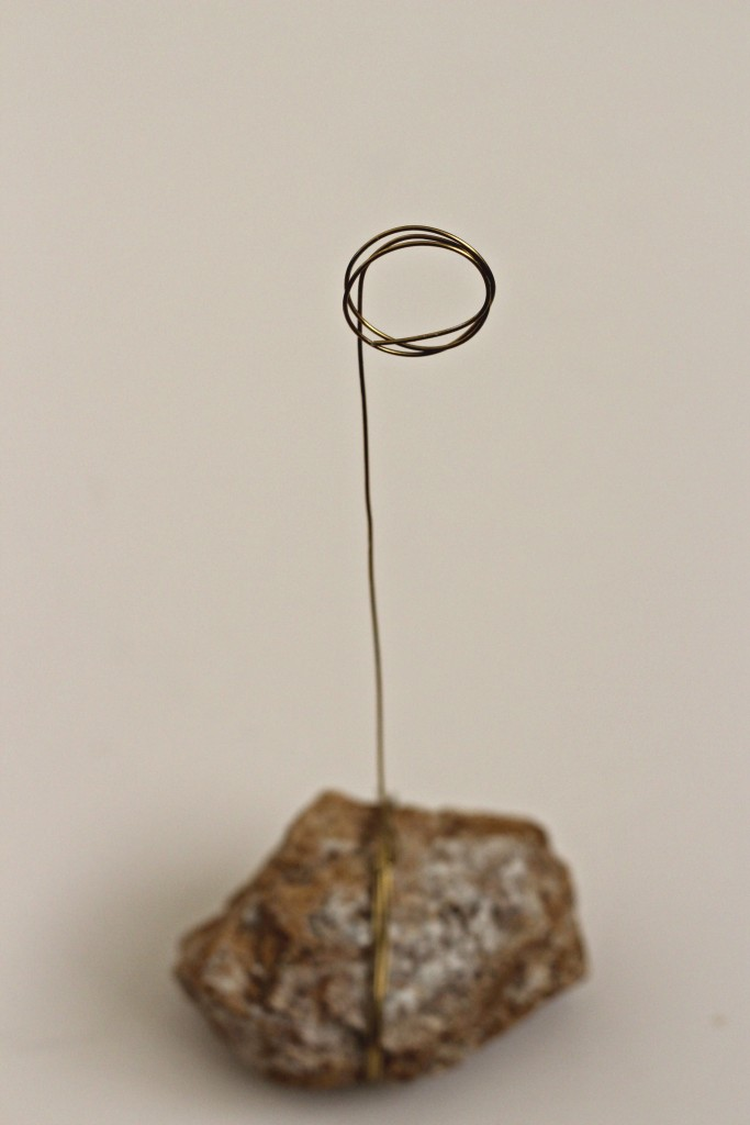 Rock Photo Holder wrapped wire