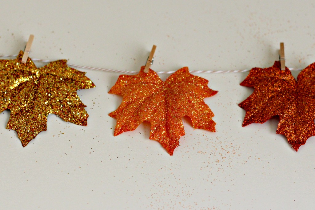 fall-glitter-leaves-mini-clothes-pins