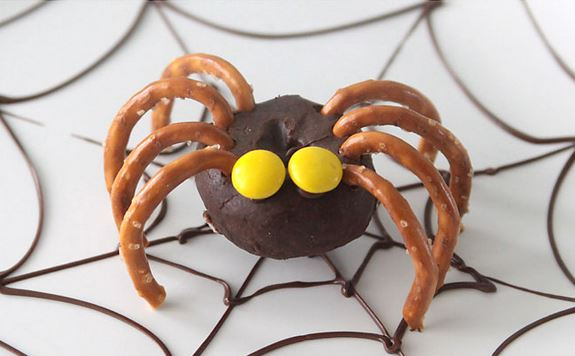 halloween-kids-crafts-mini-donut-spiders