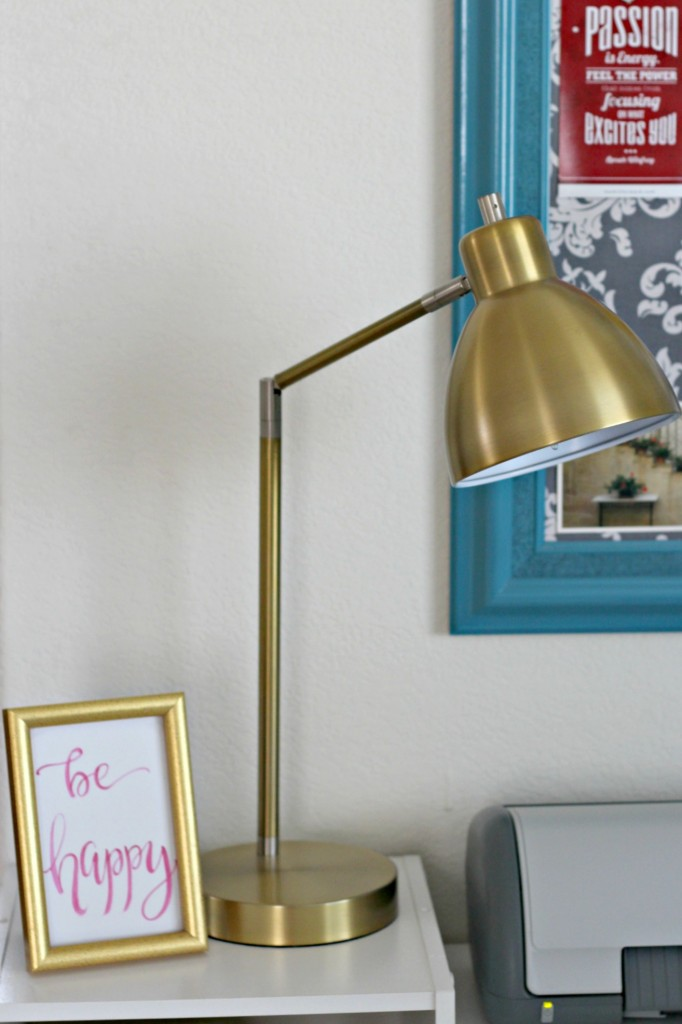 office-area-lamp-and-frame