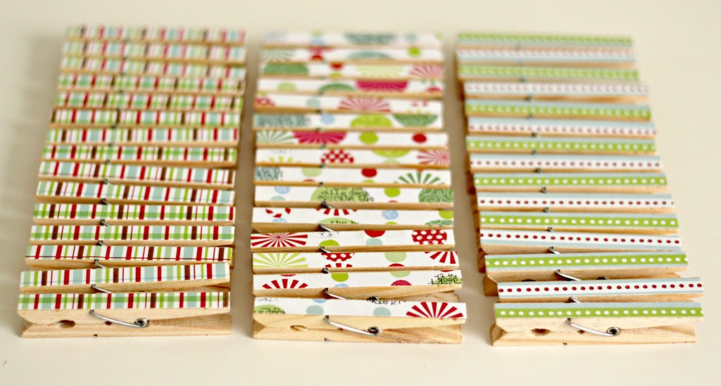 christmas-card-wreath-scrapbook-paper-on-clothespins