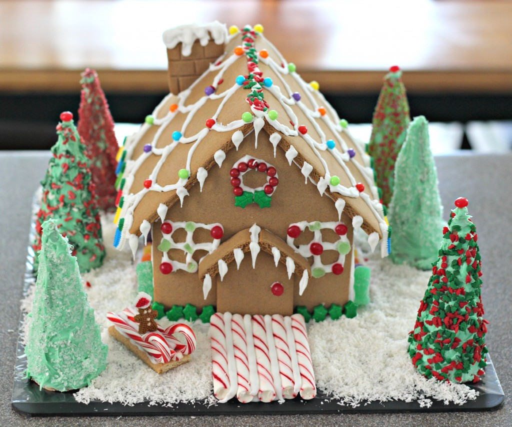 gingerbread-house-completed