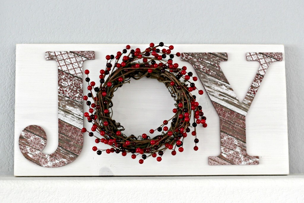 joy-sign-with-berry-wreath