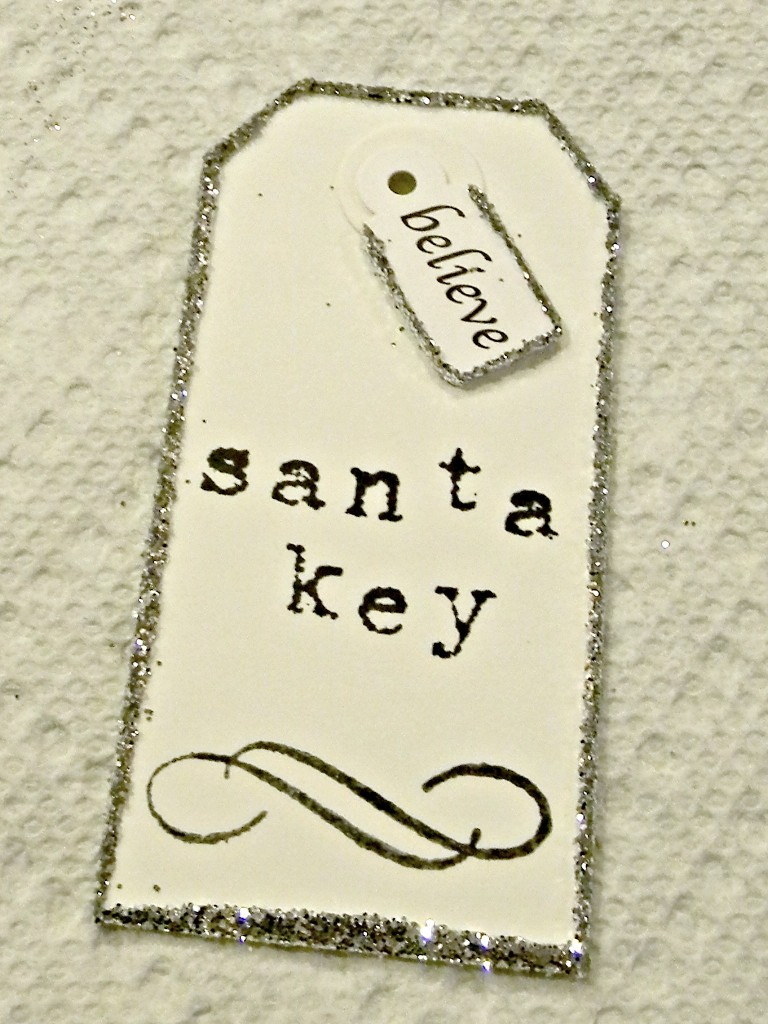 santa-key-and-believe-tag