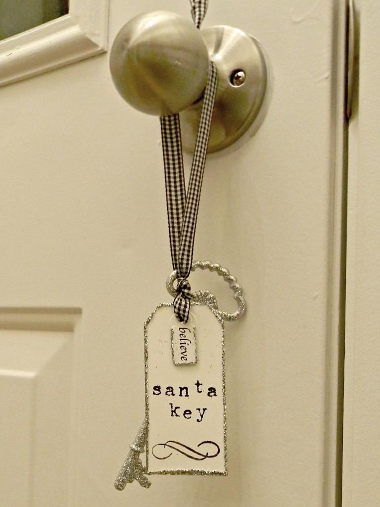 santa-key-hanging-on-door