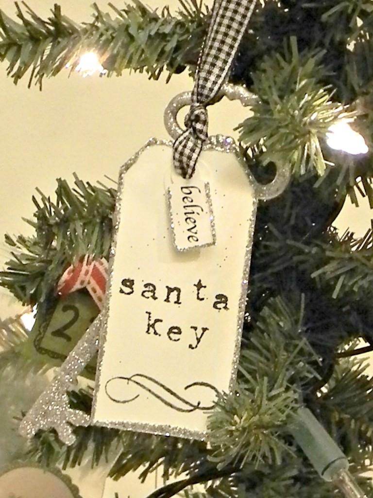 santa-key-on-tree