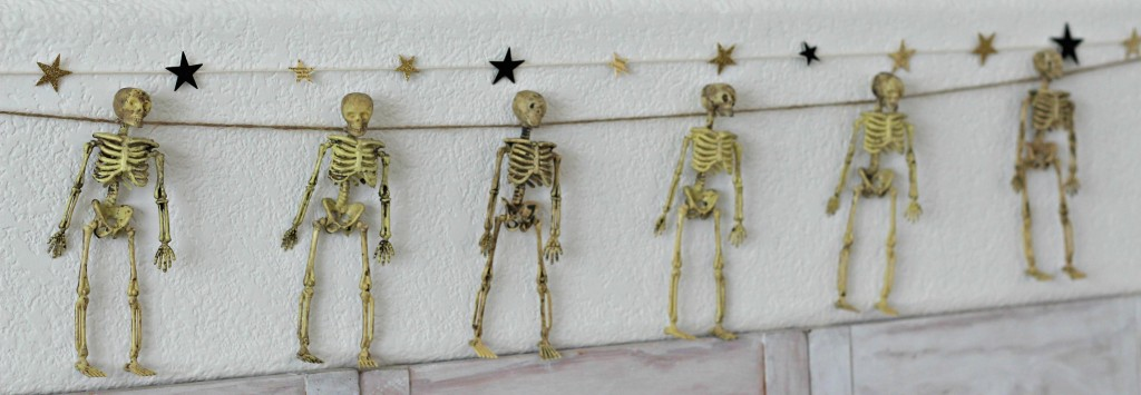 trick-or-treat-skeleton-garland