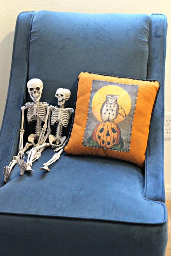 trick-or-treat-skeleton-people