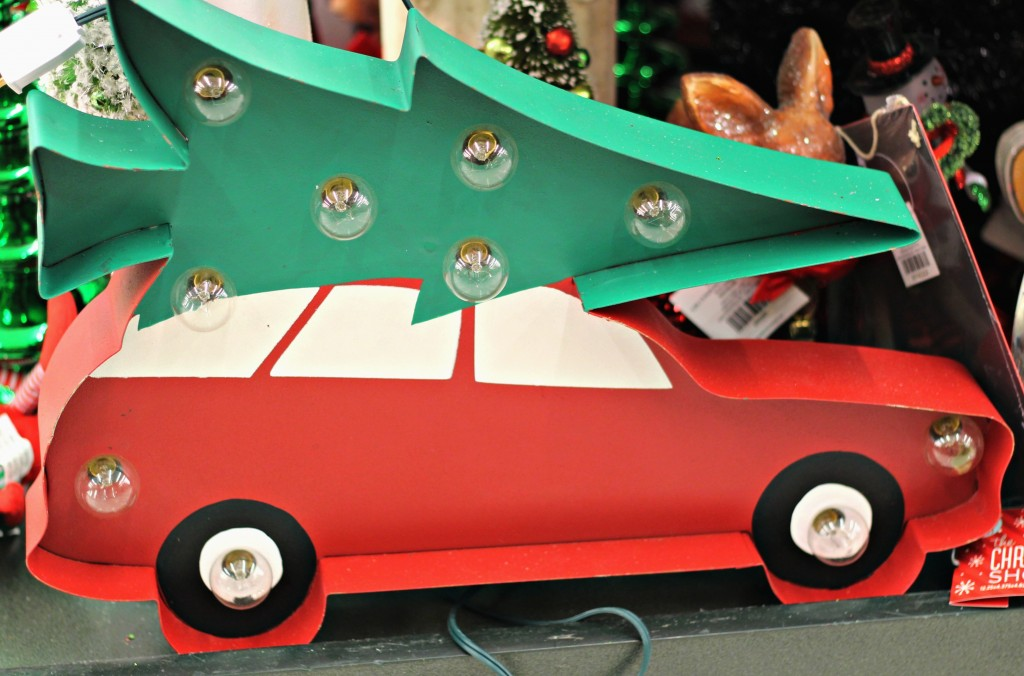 vintage-christmas-car-with-tree