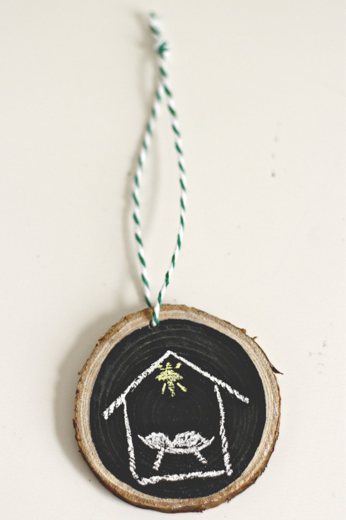 wood-slice-chalkboard-manger