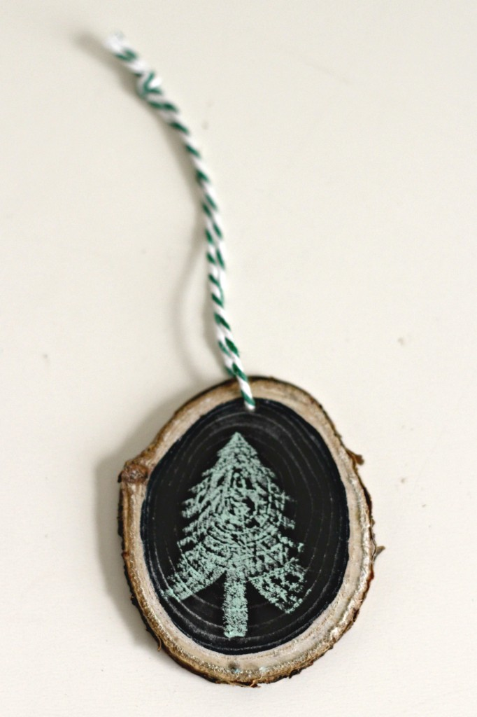 wood-slice-ornament-tree