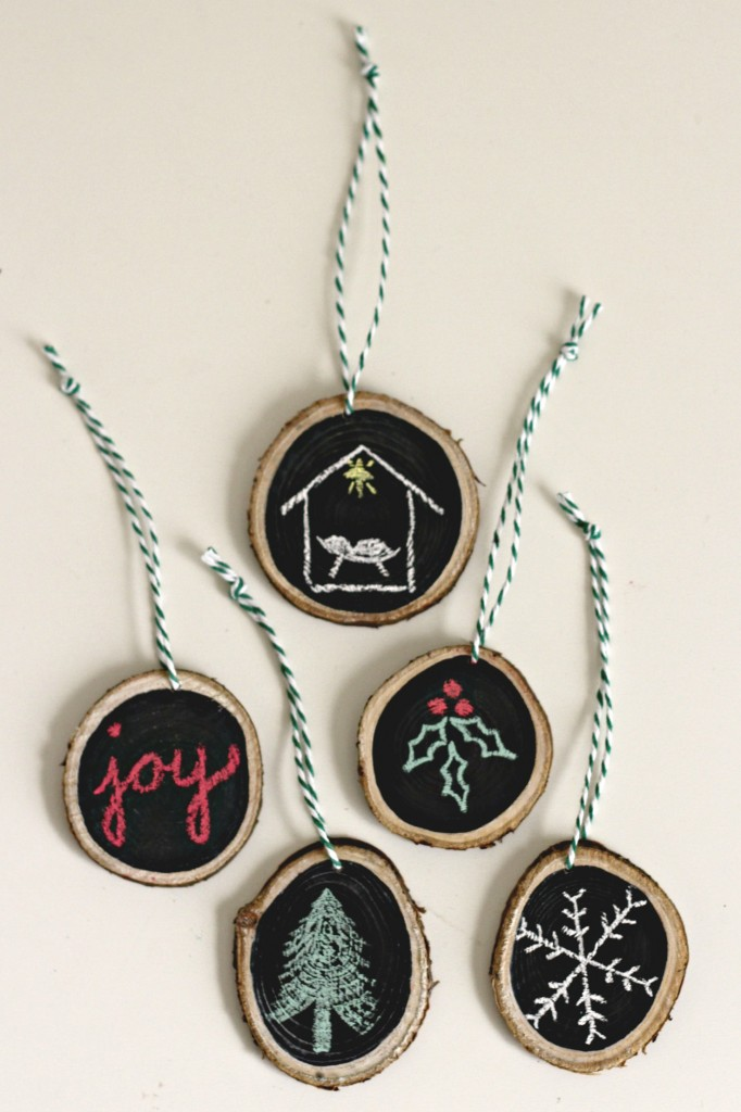 wood-slice-ornaments-chalkboard