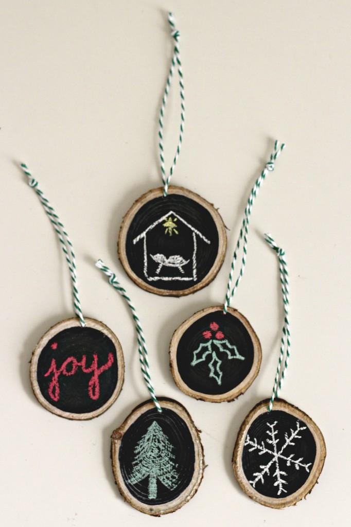 wood-slice-ornaments-chalkboard