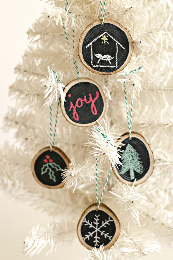 wood-slice-ornaments-on-tree