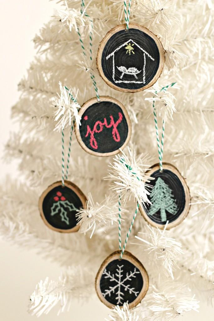 wood-slice-ornaments-on-tree