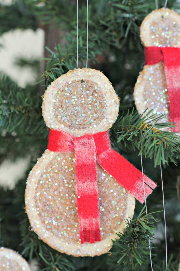 wood-slice-snowman-hanging-on-tree