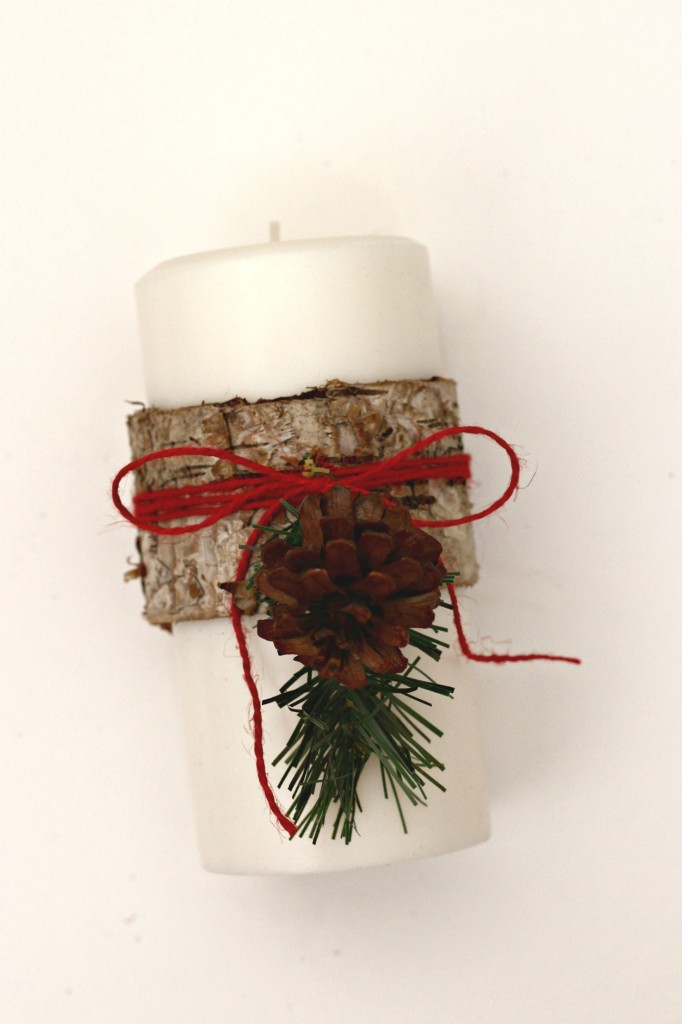 wood-wrapped-candles-with-bark-and-pine