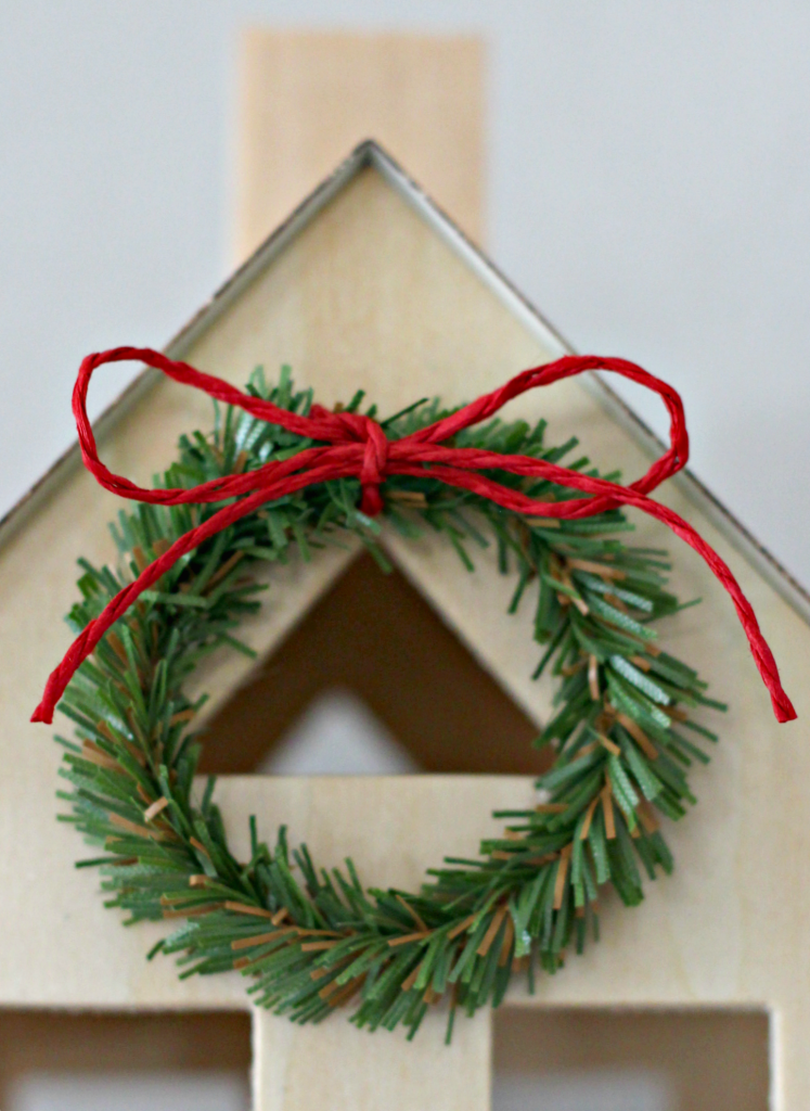 merry-woodland-house-wreath
