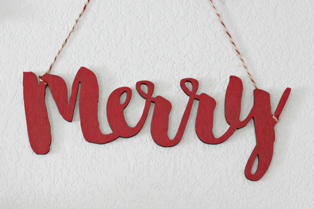merry-woodland-mantel-merry-sign