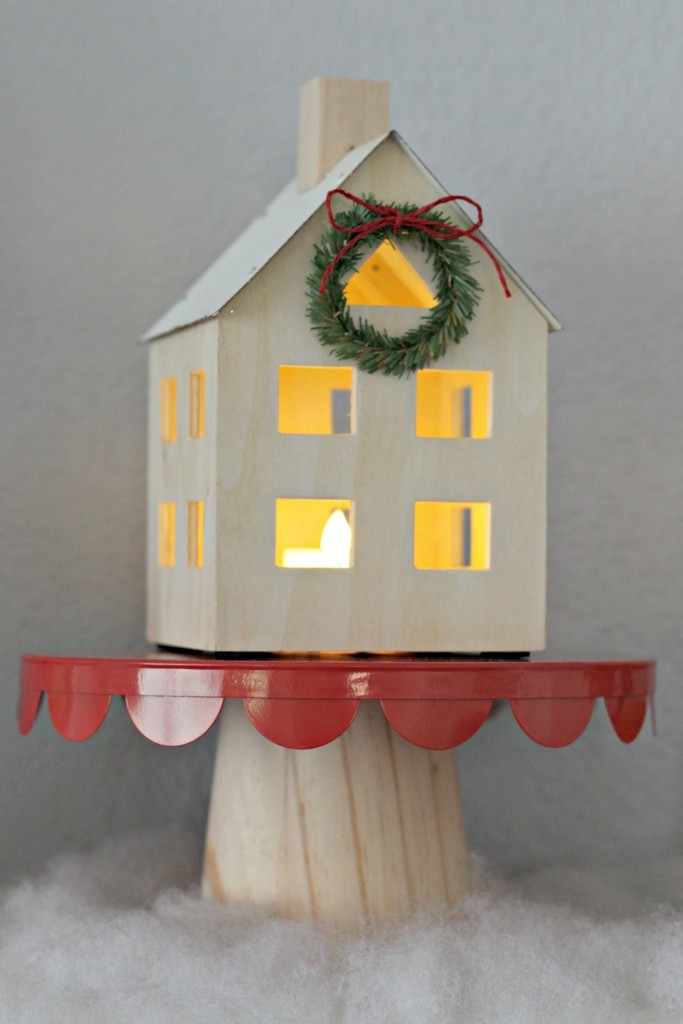 merry-woodland-mantel-lighted-house