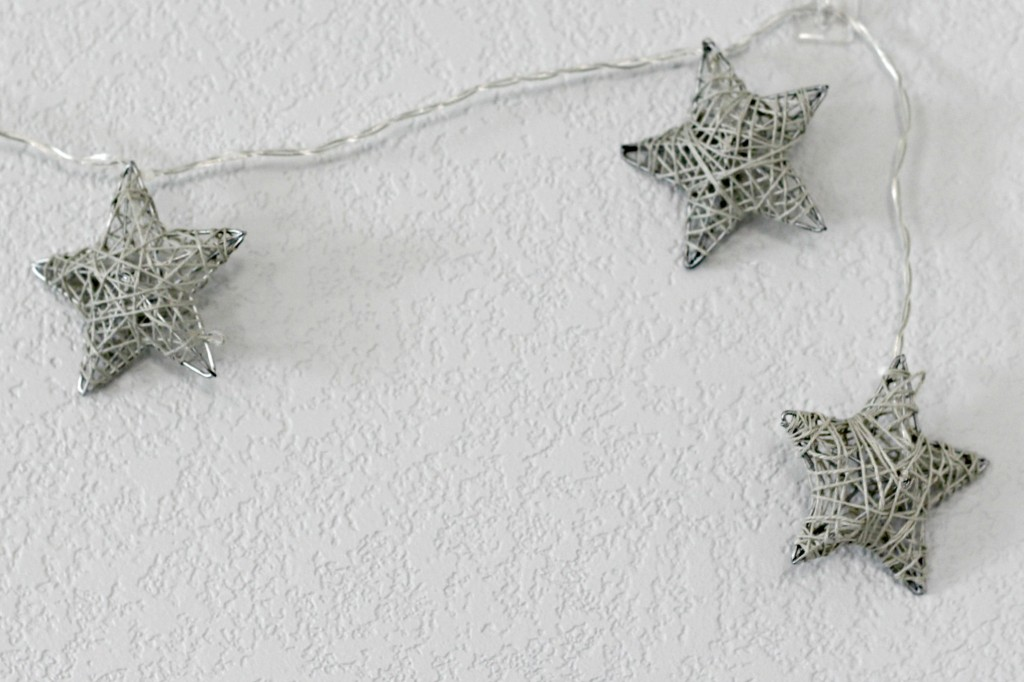 merry-woodland-mantel-star-lights