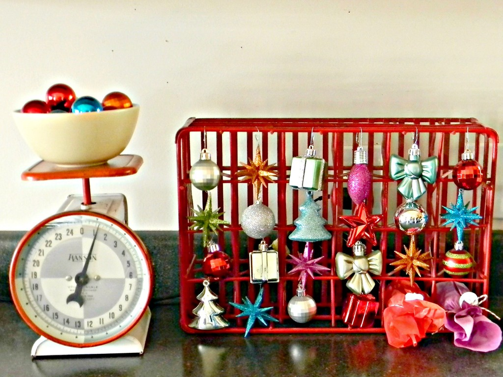 decorate-with-ornaments-countdown