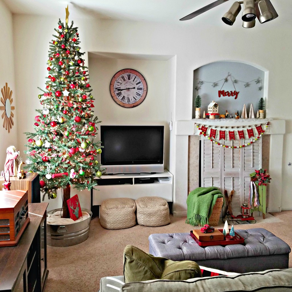 holiday-home-tour-family-room-square