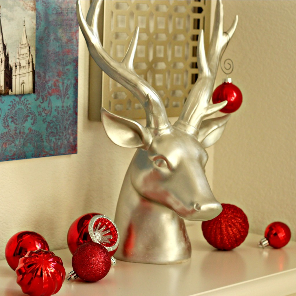holiday-home-tour-deer-head-with-ornaments