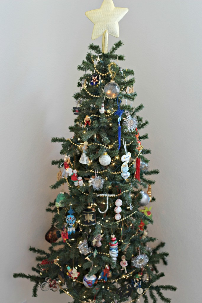 holiday-home-tour-kids-tree
